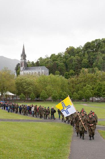 http://www.lux-fotografie.de/files/gimgs/th-8_01_Soldatenwallfahrt_Lourdes-7119.jpg