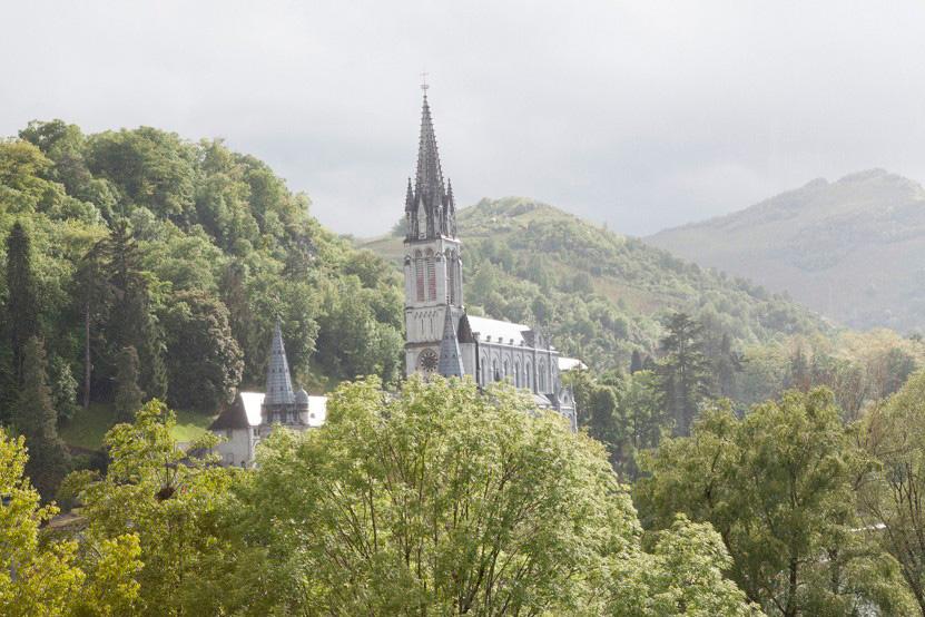 http://www.lux-fotografie.de/files/gimgs/th-8_08_Soldatenwallfahrt_Lourdes-7642.jpg