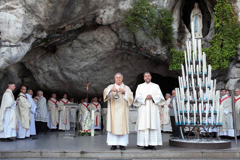 http://www.lux-fotografie.de/files/gimgs/th-8_09_Soldatenwallfahrt_Lourdes-7075.jpg