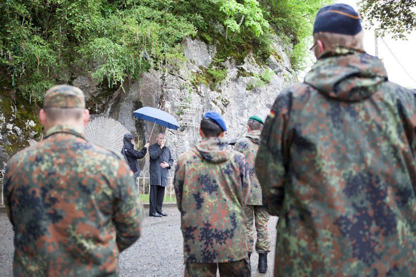 http://www.lux-fotografie.de/files/gimgs/th-8_16_Soldatenwallfahrt_Lourdes-7465.jpg
