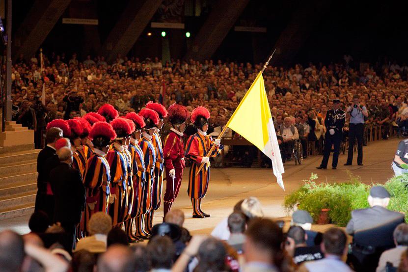 http://www.lux-fotografie.de/files/gimgs/th-8_20_Soldatenwallfahrt_Lourdes-0607.jpg