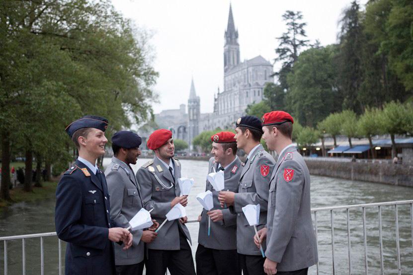 http://www.lux-fotografie.de/files/gimgs/th-8_22_Soldatenwallfahrt_Lourdes-1172.jpg